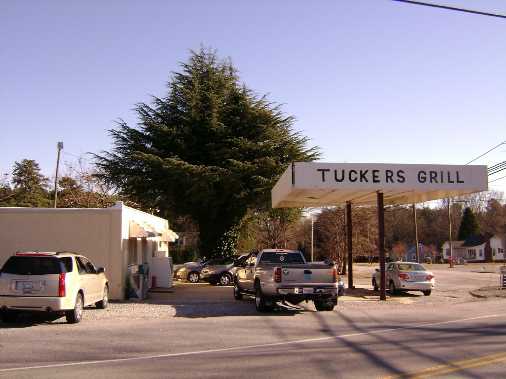 Review tucker 39 s grill horneytown eat it north carolina for Carolina fish fry wilmington nc